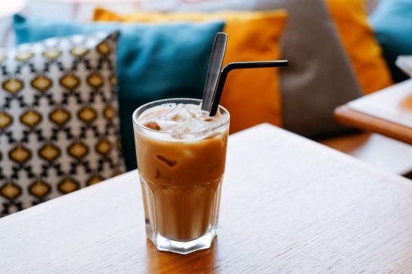 Ice-Chai-Latte-thomas-vimare-126229-unsplashwoyEdKcULhpMw